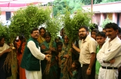 shri-jaiswal-distributing-seedling-to-villagers-e-i